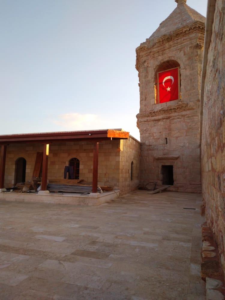 القوات التركية تحول موقع أثري في عفرين إلى مسجد